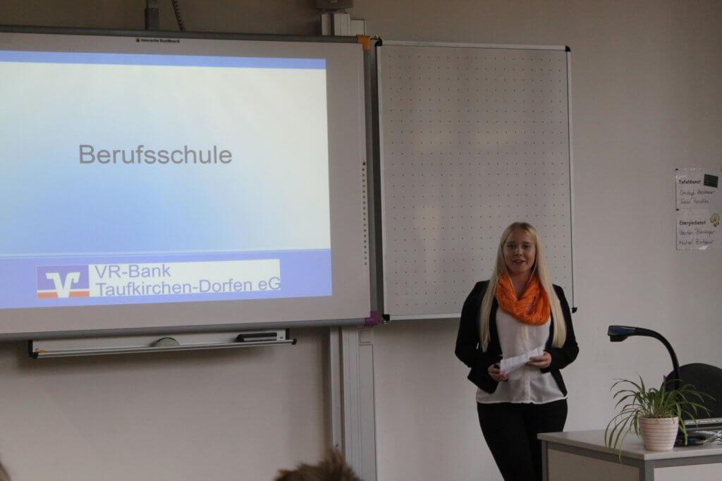 Julia durfte in ihrer ehemaligen Schule sogar einen Vortrag über ihre Ausbildung halten.