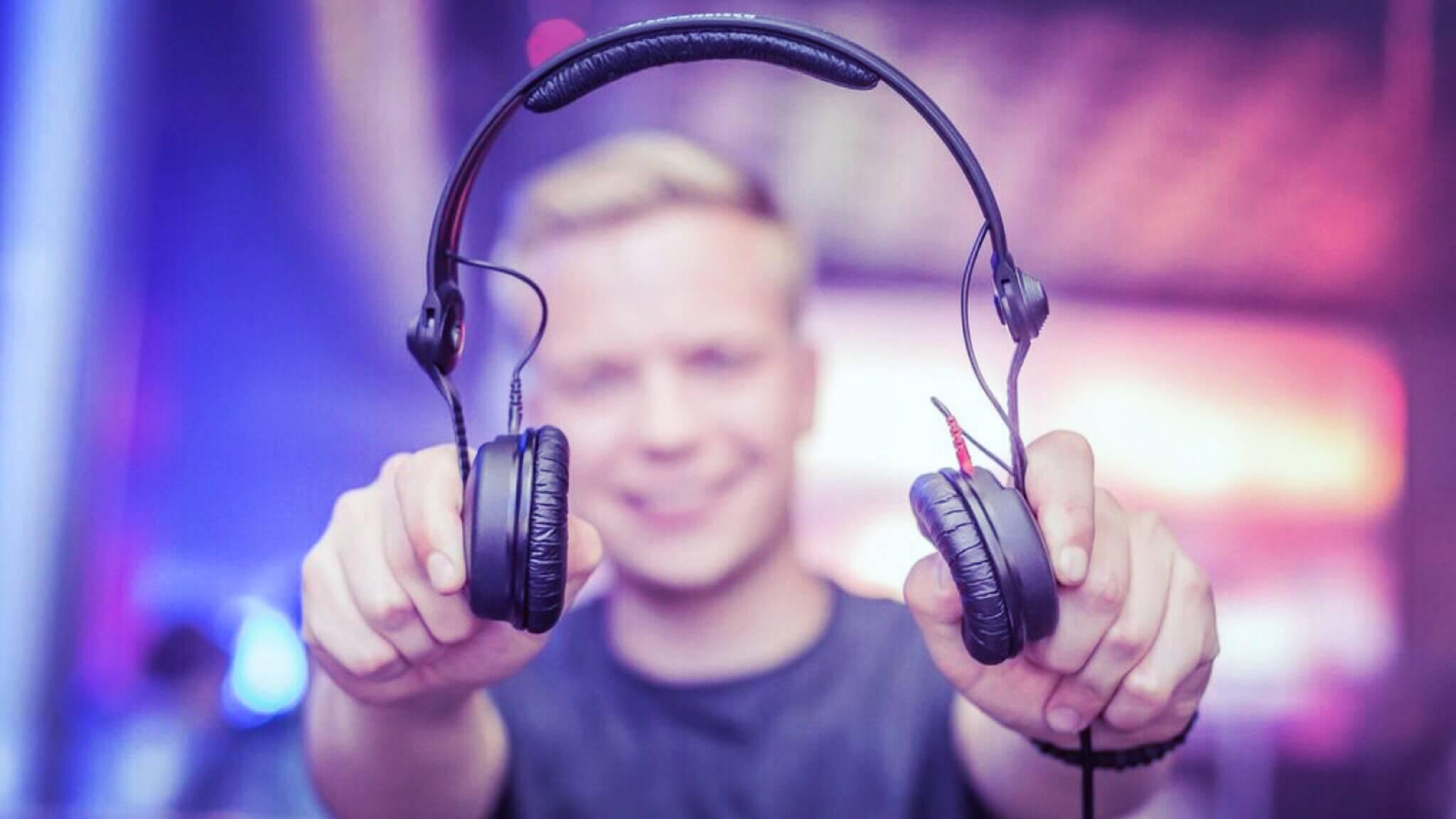 Lars ist in seiner Freizeit als DJ unterwegs.
