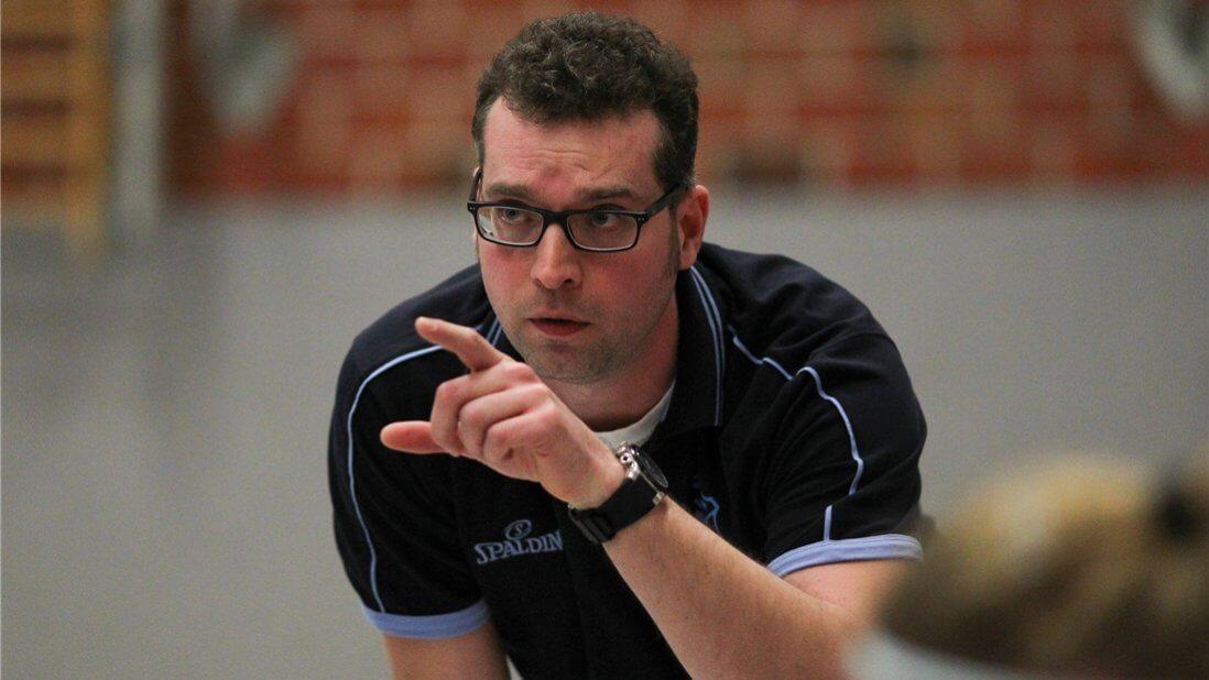 René ist Privatkundenberater und trainert seit knapp drei Jahren eine Damenmannschaft der Oberliga im Basketball. © Fotograf Lars Schröder