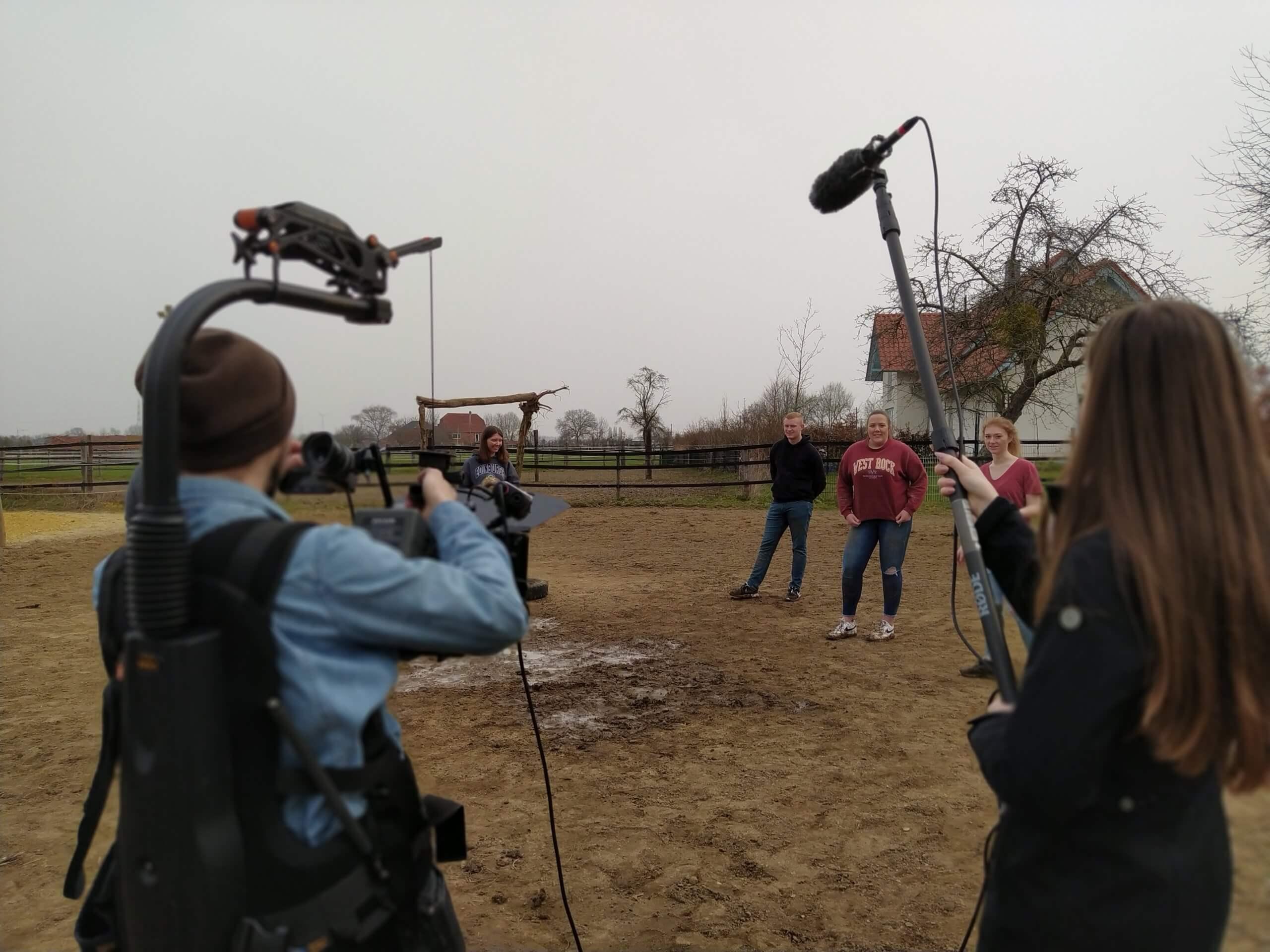 Videodreh Azubis Fußballfeld